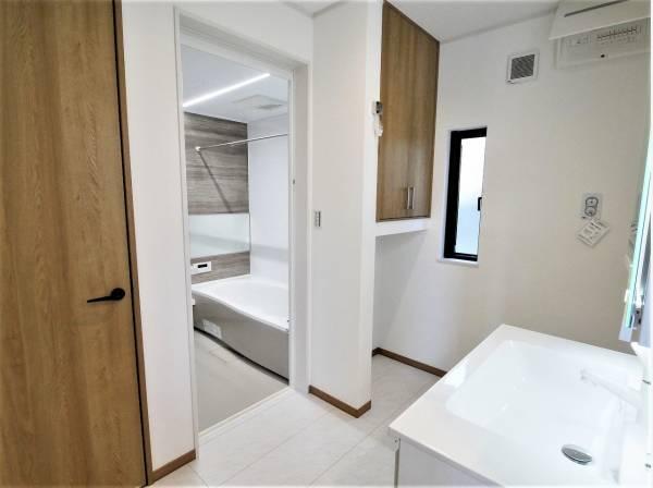キッチンから直接アクセスできるパウダールーム