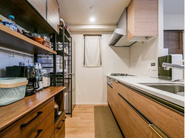 充実の収納スペースが魅力のカウンターキッチン