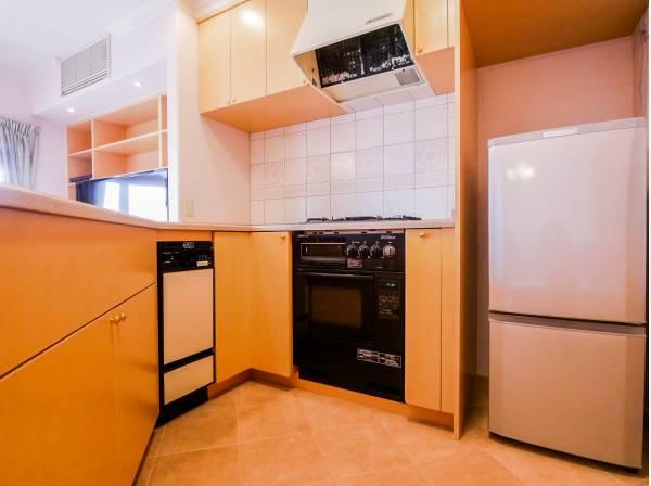 広いキッチンはみんなで料理を作れますね