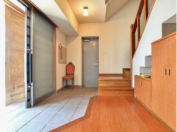 玄関も広くて開放的、さらに防犯対策として2重ドアになっています。