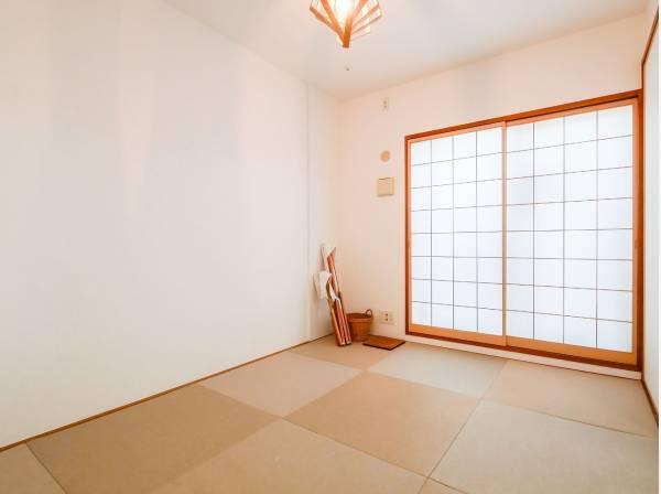琉球畳を使用した和室はモダンな雰囲気