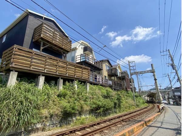 コトコト走る江ノ電が暮らしの風景の一部に