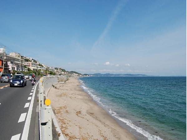 海岸まで徒歩13分(約1000m)