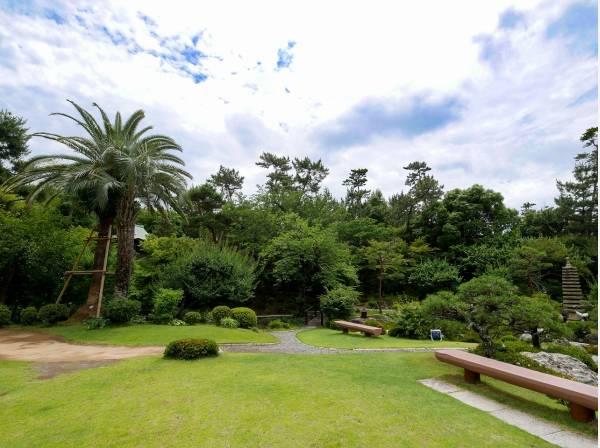 庭園や花々が美しい旧吉田茂邸まで徒歩6分 (約550m)