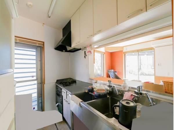 豊富な収納を完備したキッチン