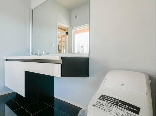 落ち着いた雰囲気の洗面室