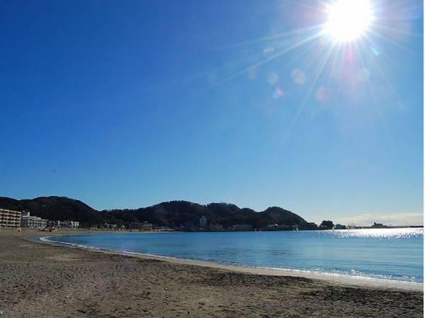 逗子海岸までは車で11分ほど(約5.7km)