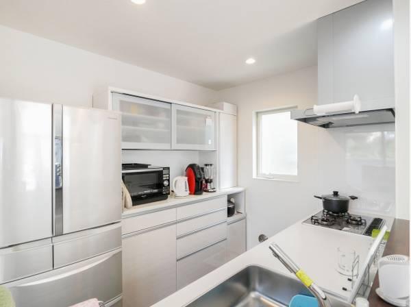 白を基調としたキッチンはとても爽やかですね。