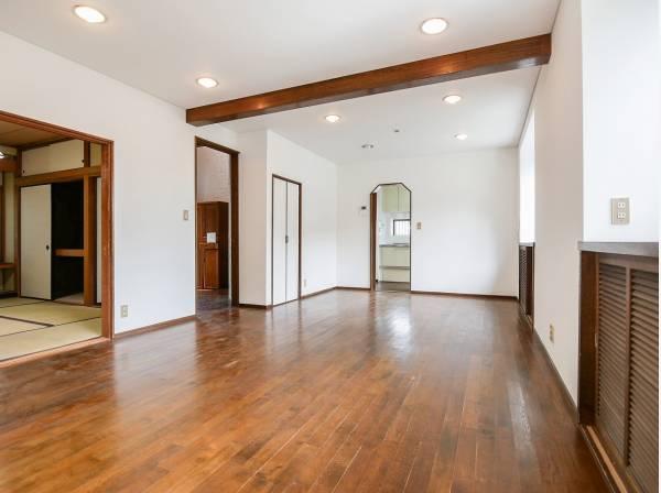 リビング横には和室があり、来客時にも重宝できそうです。