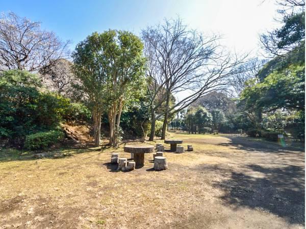 片瀬山公園まで徒歩2分(約120m)