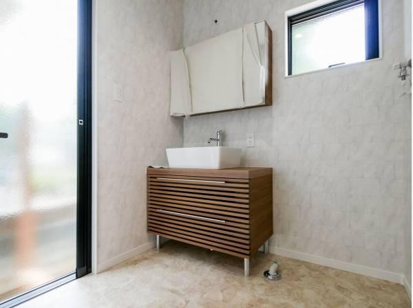 ナチュラルな雰囲気のパウダールーム 外から直接アクセス可能