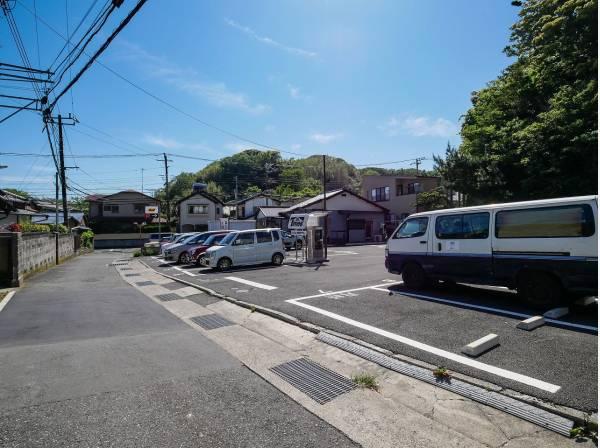 鎌倉の緑を背景にゆったりとした時間を過ごせる住環境です