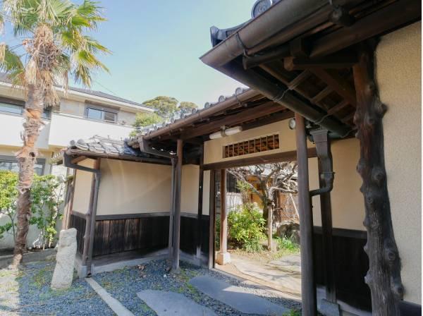 古き良き日本を感じられる門構え