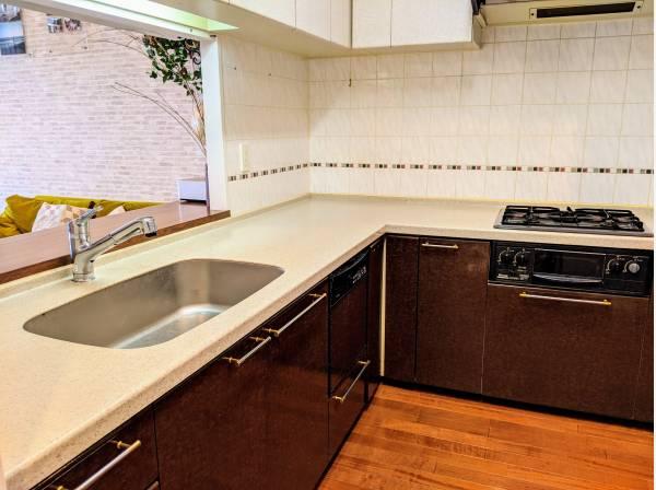 キッチンスペースは料理のしやすいL字型を採用