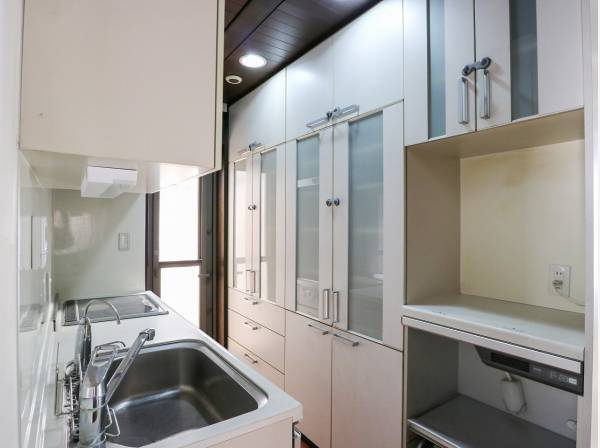 たっぷりの収納スペースを完備した使いやすいキッチンです
