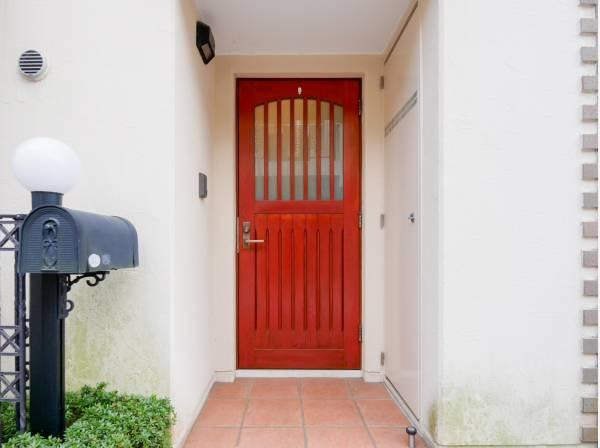 可愛らしい玄関ドア