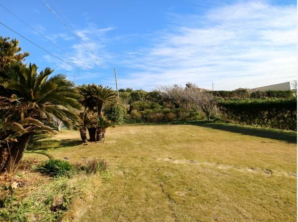 お庭が広!!!天然芝生でゴルフのアプローチ練習ができそうです