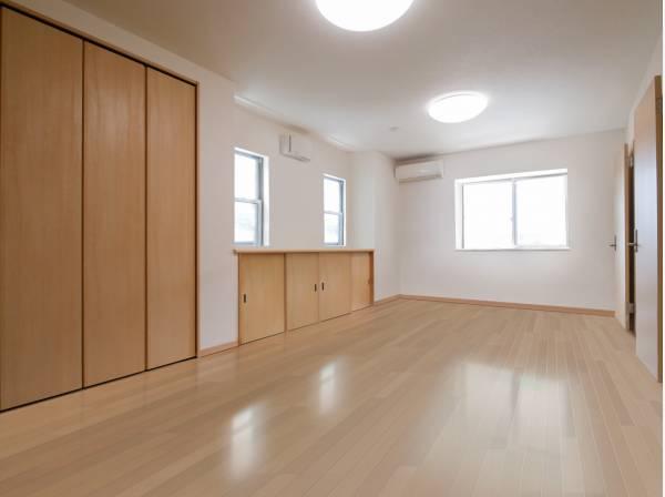 洋室画像に家具を消すCG合成したイメージ画像