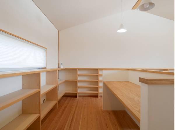 2階のフリースペースはお勉強や仕事スペースにいかがでしょう