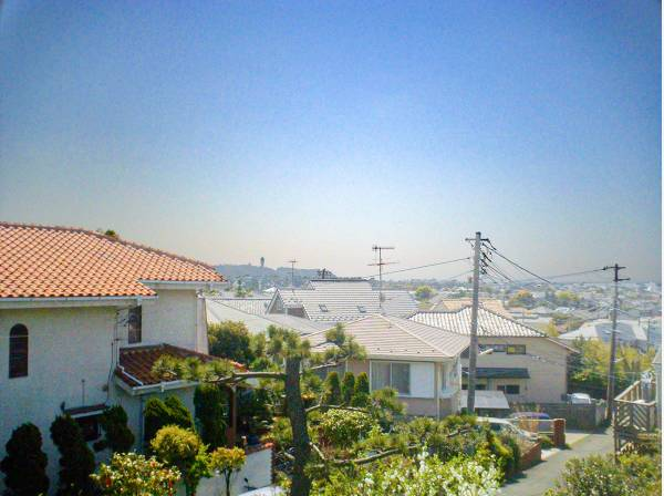 建物2階からの眺望 江ノ島も望めます!