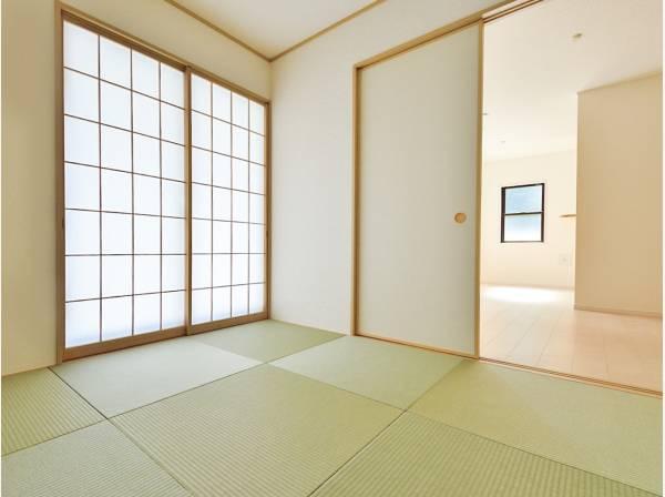 和室の扉を開けLDKと合わせると19.5帖の広々空間
