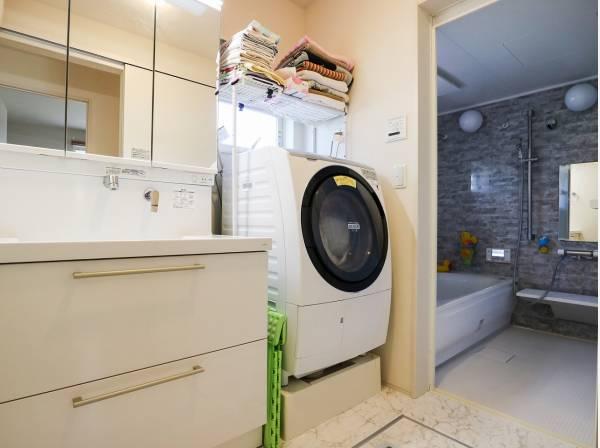 洗面室・バスルームも広々とした造り