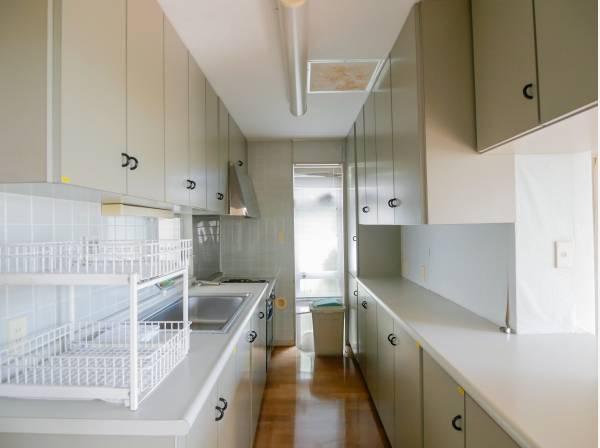 豊富な収納スペースが魅力のキッチン