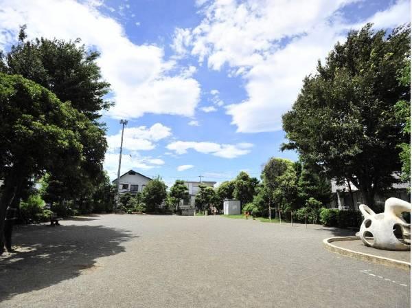 高田第一公園まで徒歩5分(約350m)