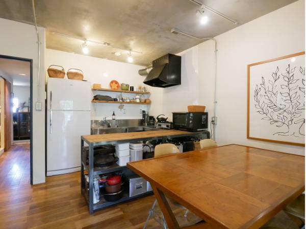 コの字型のキッチンは料理がしやすそう