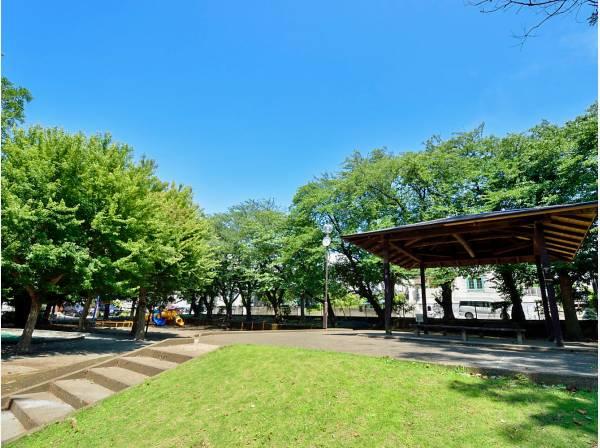 柄沢公園まで徒歩3分(約170m)
