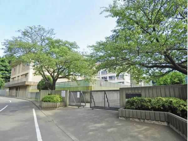赤羽根中学校まで徒歩9分(約650m)
