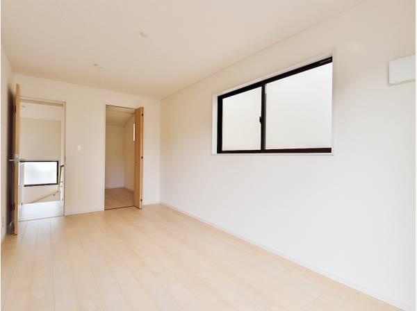 7.5帖の洋室には3帖の納戸が完備されています