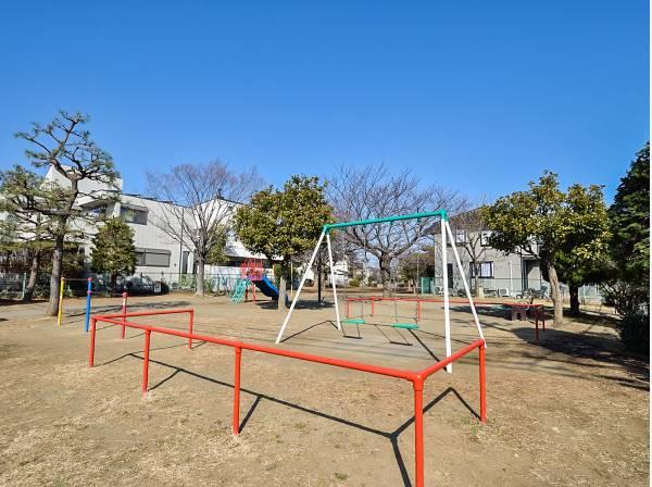 桜小路公園まで徒歩4分(約250m)