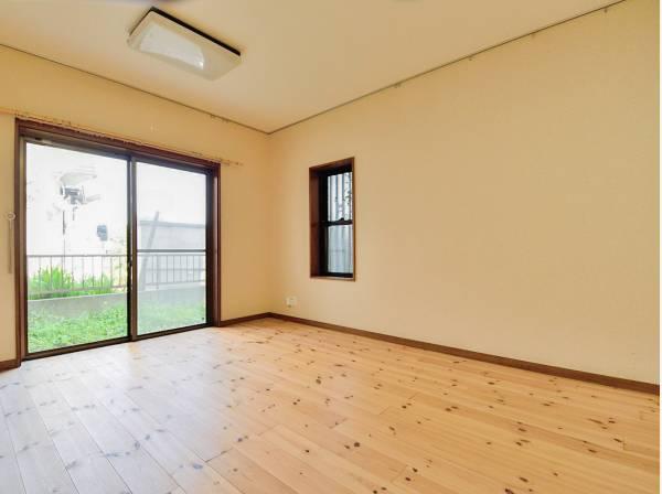 シンプルな洋室は客間や寝室にどうぞ