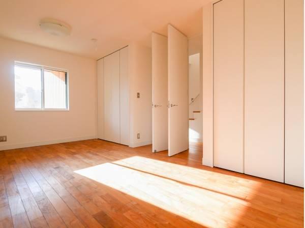 将来的に2部屋にもできる10.4帖の洋室