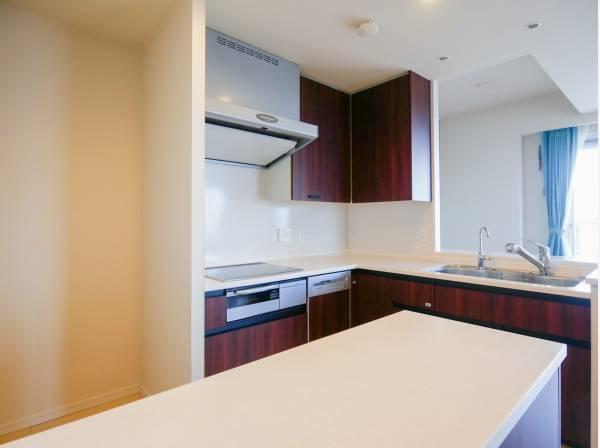 IHキッチンはお手入れがラクなので、常時清潔に保つことできます。