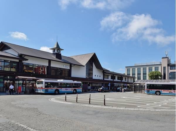観光地としても人気な『鎌倉』駅まではバス便です