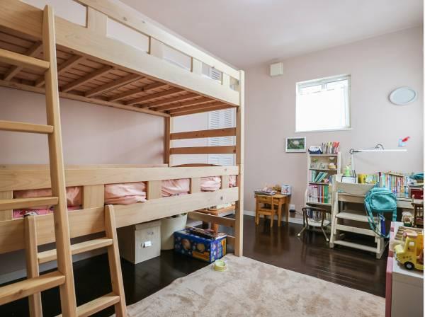 どんな家具も合わせやすいシンプルなお部屋です。