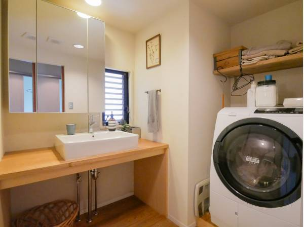 洗面室も広くお洒落な雰囲気ですね
