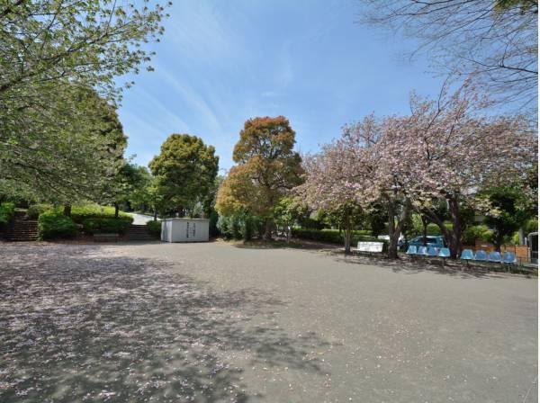 西羽根沢公園まで徒歩5分(約350m)