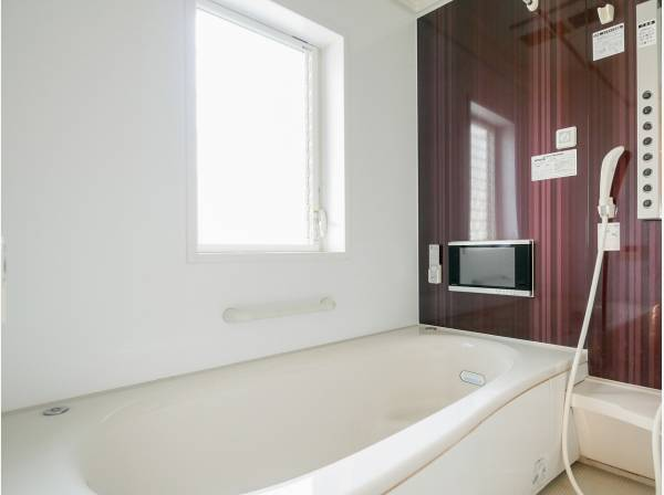 TV付のバスルームで贅沢にくつろいでくださいね。